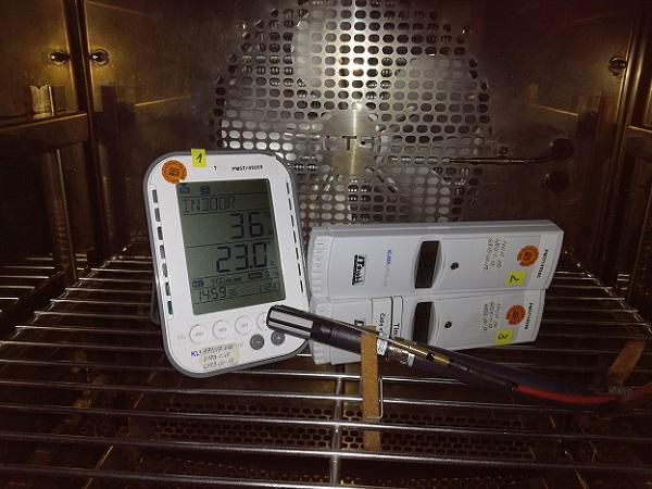 Uloženie termohydrometrov v klimatickej komore